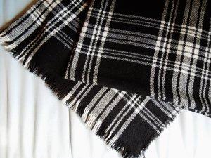 Kuscheliger Karierter Schal von Halhuber
