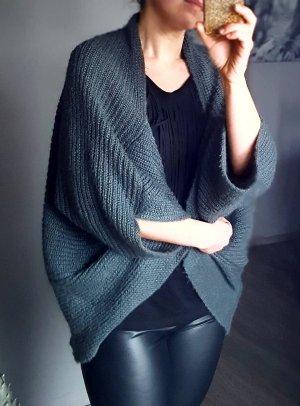 Kuscheliger Oversize Cardigan von Sisley Gr 36 Strickjacke warm grau Jacke Poncho Strickponcho