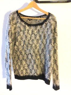 kuscheliger Pullover für kalte Tage, schwarz-weiß