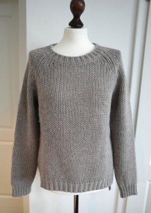 Kuscheliger Pullover in taupe von Makena Lei