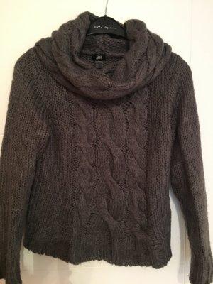 Kuscheliger Pullover mit großem Rolllragen