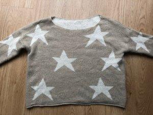 Kuscheliger Pullover mit Sternen