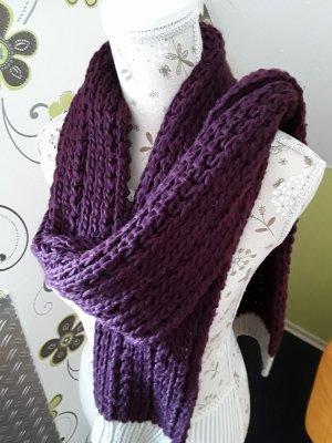 Kuscheliger Schal in Lila mit Beige