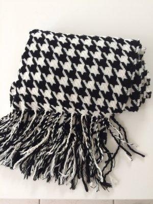 Kuscheliger Schal mit Hahnentrittmuster