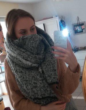 kuscheliger Schal von Zara