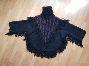 Kuscheliger Schwarzer Pullover mit Fransen