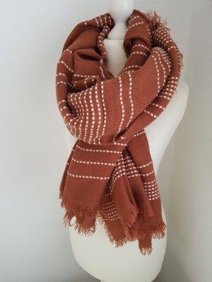 Kuscheliger XL-Schal von Pieces in rostrot