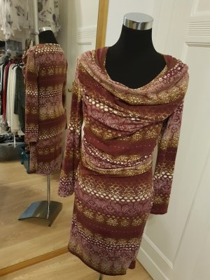kuscheliges Winterkleid in Wickeloptik mit Wasserfallausschnitt, warme Farben