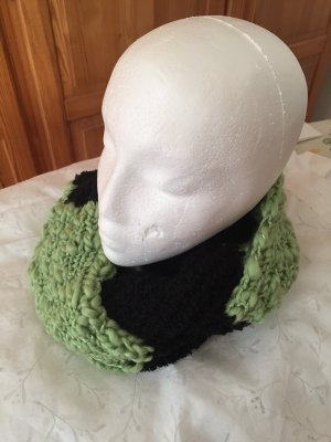 Snood black-pale green