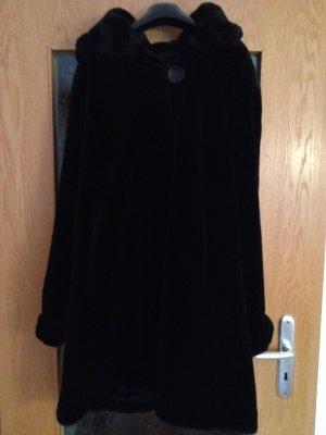 Kuschelweicher Mantel aus Kunstpelz