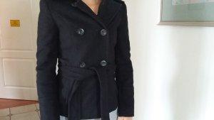 Kuschlige Jacke in schwarz von Zara