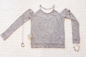 Lace Lover | Weicher grau melierter Pulli mit weißer Spitze