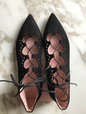 Lace Up Pretty Ballerinas in Schwarz