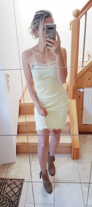 Lacedress aus Chiffon in gelb Trend Blogger Musthave