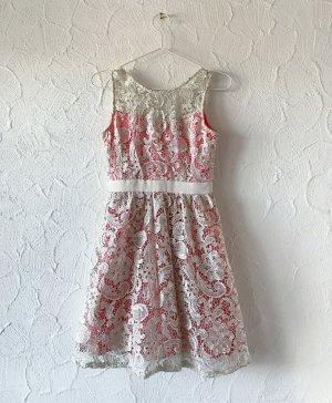 Lachs/Goldenes Kleid