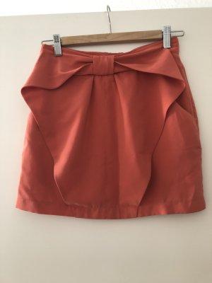 Lachsfarbener Minirock mit Schleife und Taschen
