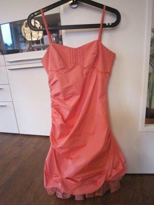 Lachsfarbenes Ballonkleidchen mit Spagettiträger
