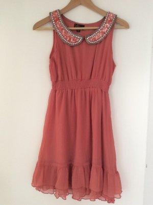 Lachsfarbenes Kleid mit Pailletten- Kragen