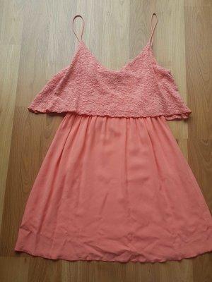 Lachsfarbenes Kleid von Mango