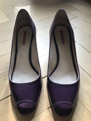 Lack-Peeptoe in violett von Prada