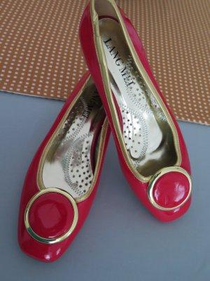 Lackballerina in der Trendfarbe rot