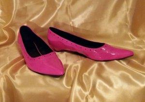 Bailarinas de charol con tacón rosa neón