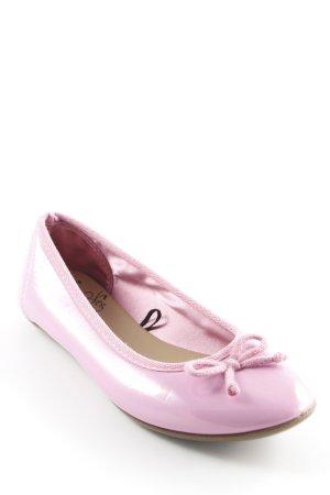 Bailarinas de charol con tacón rosa estilo extravagante