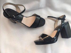 Lackleder-Sandaletten