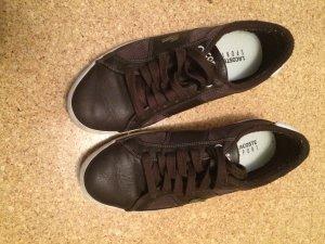 Lacoste Schuhe in braun