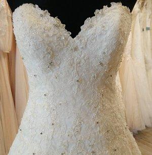 Ladenausverkauf - Brautkleid von Cosmobella ivory NEU, ungetragen