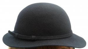 Sombrero de fieltro azul oscuro