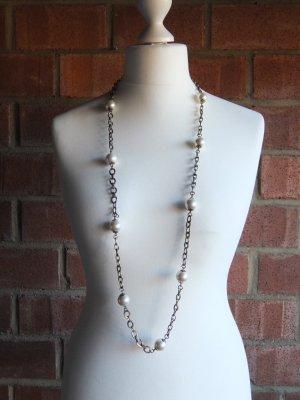 längere Gliederkette mit Perlen