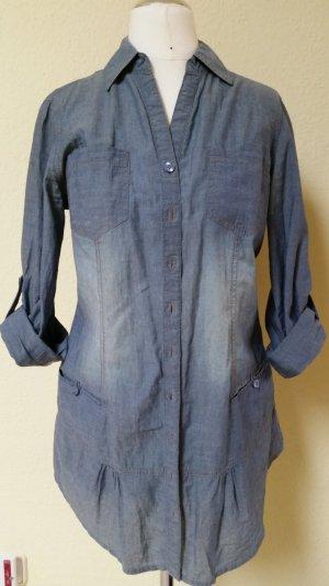 längere jeansblaue Bluse