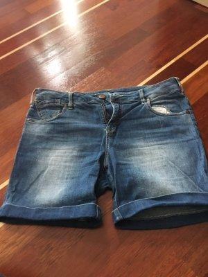 Längere Shorts in der Gr. 28