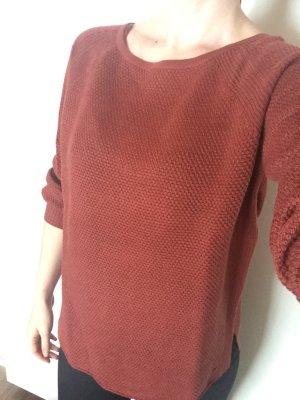 Lässig sitzender Pullover