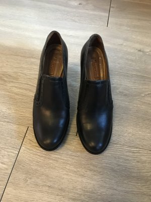 Lässige Ankle Boots von Lotusse im Blogger-Style
