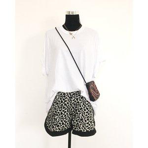 lässige Boyfriend Shorts mit Gummibund Leo Muster 38 40 schwarz weiß kurze Hose