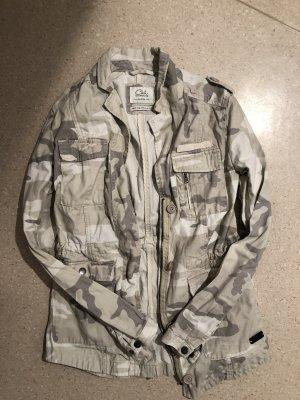 Lässige Camouflage Jacke