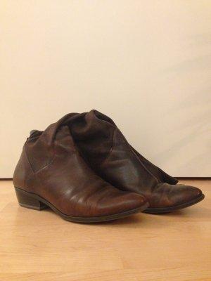 Lässige dunkelbraune Stiefel für die Übergangszeit