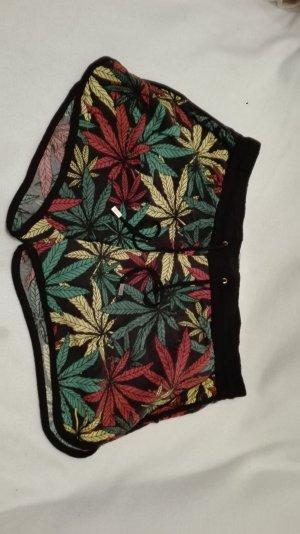 Lässige kurze Hose mit Cannabis Aufdruck