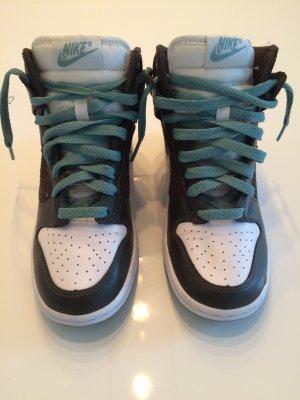 Lässige Nike Sneakers - Khaki | Weiß