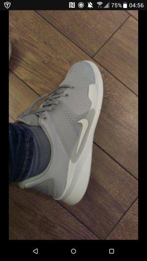 Lässige Nikes