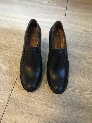 Lässige Schuhe von Lotusse im Blogger-Style