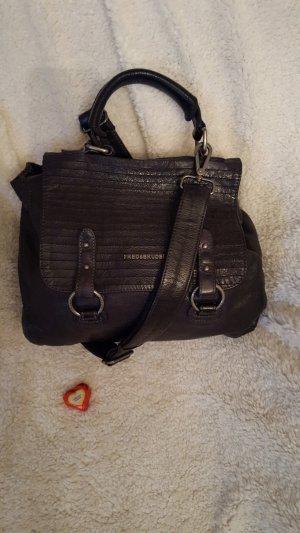 lässige schwarze Handtasche
