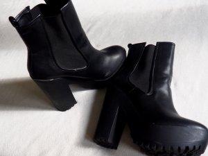 Lässige schwarze Zara Boots - Festivaltauglich