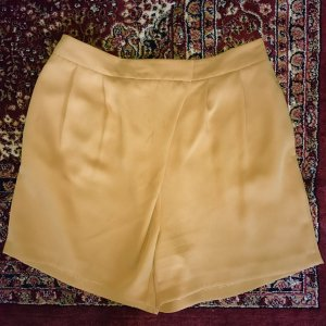 Lässige Shorts/ Wickelshorts in senfgelb
