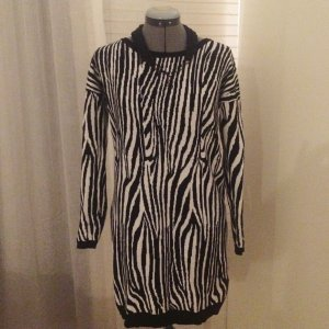 Lässiger Long-Pulli/ Mini-Kleid mit Zebra-Look, Gr. M/L