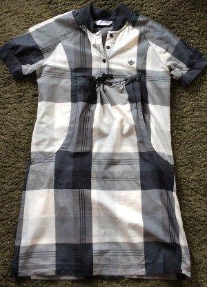 Lässiges Adidas Kleid