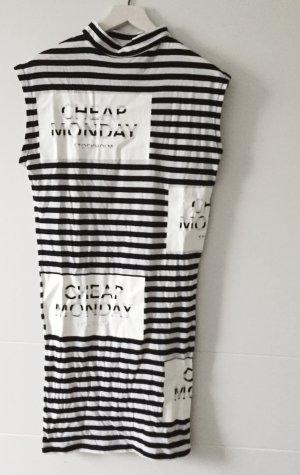 lässiges enges Kleid