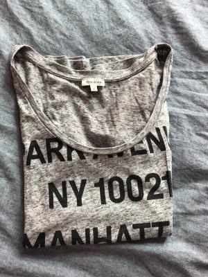 Lässiges graues Shirt mit schwarzem Print